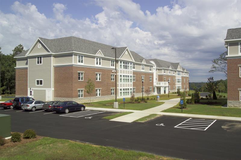 SNHU Hampton and Windsor Halls Exterior 3870 1
