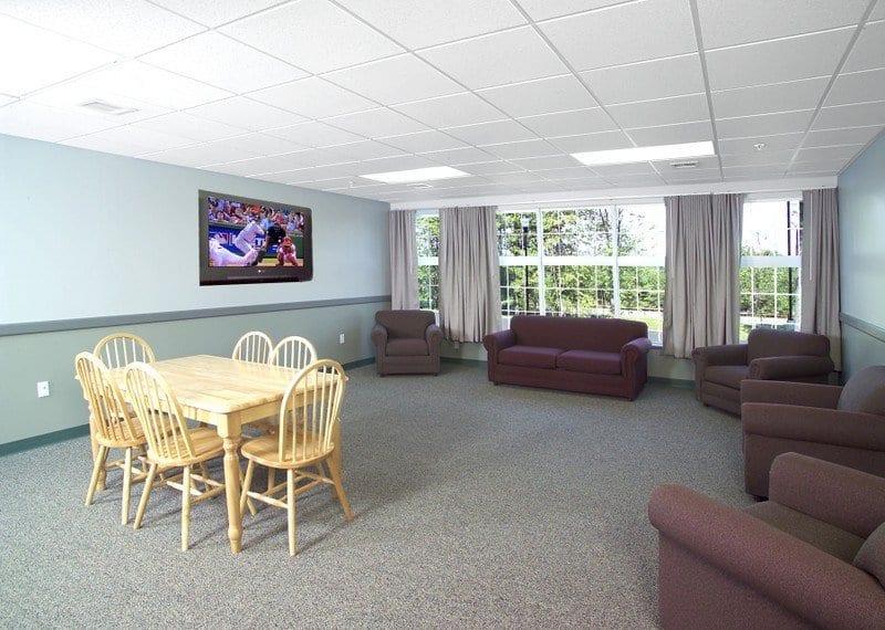 SNHU Hampton and Windsor Halls Lounge 3901