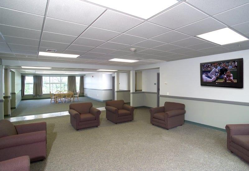 SNHU Hampton and Windsor Halls Lounge 3940 1